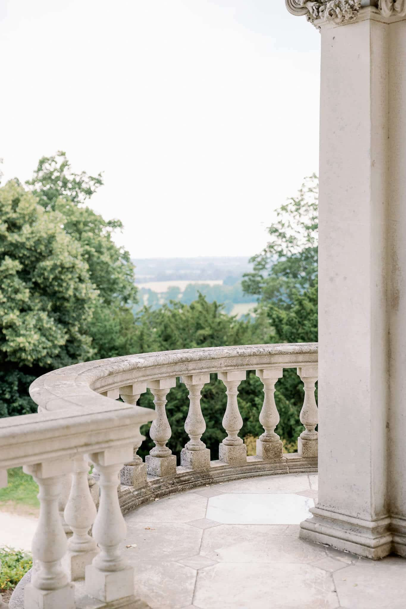 Outdoor ceremony at Cliveden House | Wedding Photography in West London